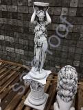 """Скульптура бетонная """"Девушка подиум""""/подиум С 125"""