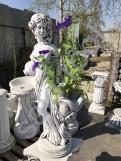 """Скульптура из бетона """"Девушка с вазой"""""""